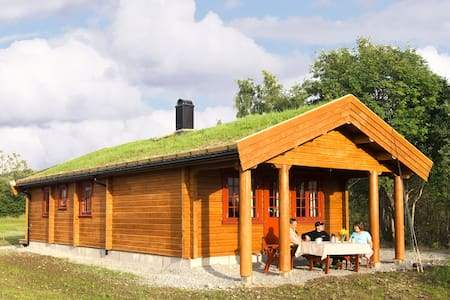 Farmland cabin, 10 minutes from the airport