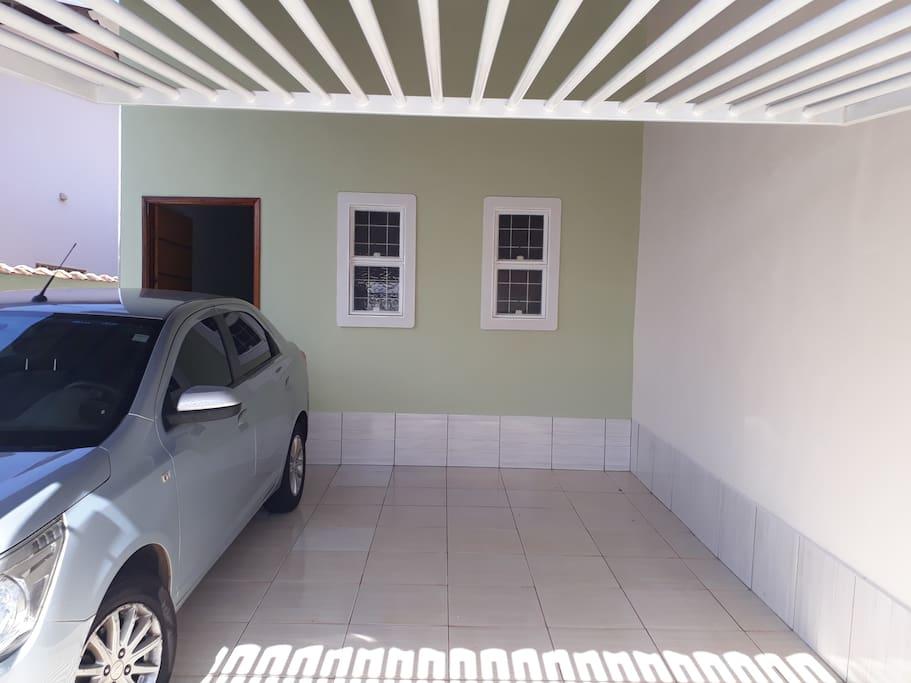 Garagem para 2 carros de porte médio