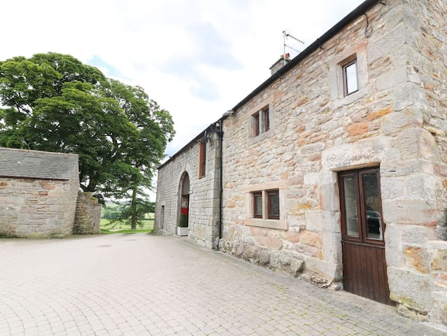 CLOVE COTTAGE, pet friendly in Appleby-In-Westmorland, Ref 973074