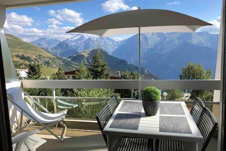 Beau studio, vue montagne, plein sud, ski au pied