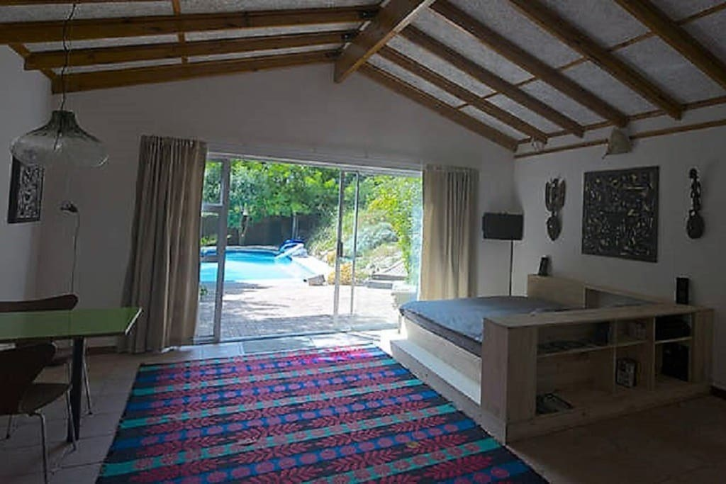 Studio in a quiet and stunning garden, the pool is at your feet.