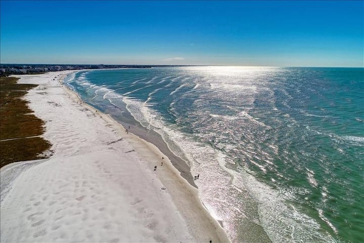 Siesta Key Beach 1br with Pool