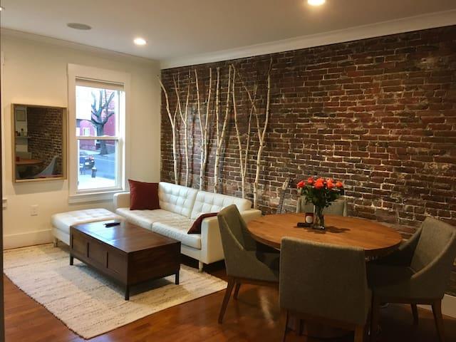 Modern Room, Private Bath near airport & city