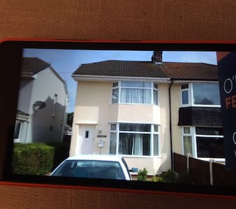 A double room in  a  3 bedhouse. - Chester - House