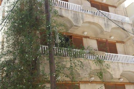 Eνοικιαζόμενα Δωμάτια Eleni Rooms - Loutra Edipsou - Διαμέρισμα