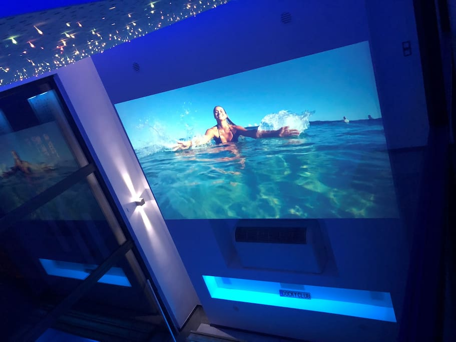 Cinéma au dessus de la piscine