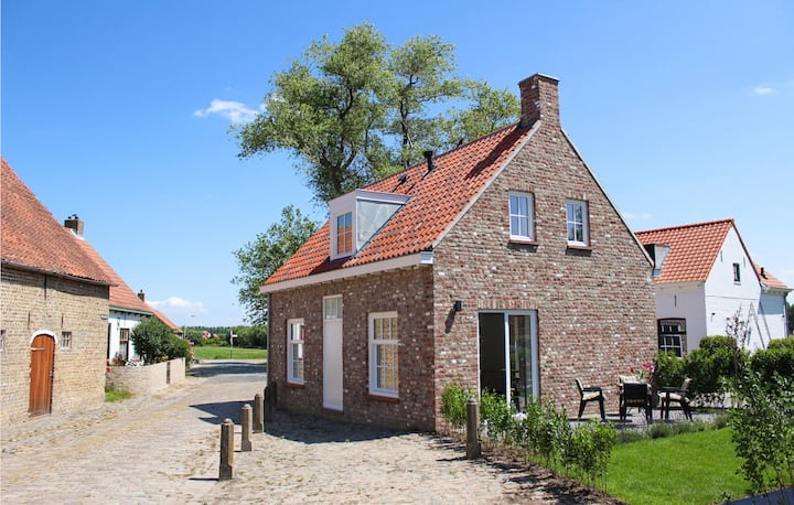 Stunning home in Sluis with WiFi and 2 Bedrooms