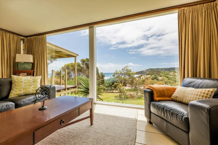 Stunning Settlers Homestead with Ocean Views