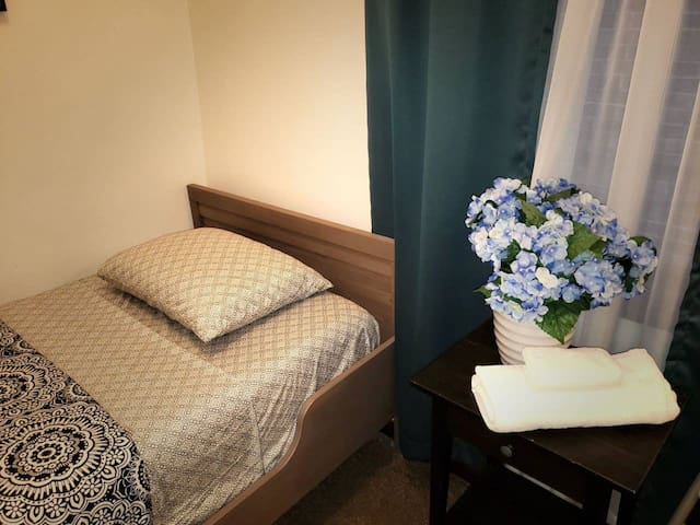 This is exactly how you will find your room when you check-in. Mattress is queen-sized with GREEN TEA & ALOE memory foam. Fresh linens, towels and washcloths are provided and will be on your bed upon arrival.