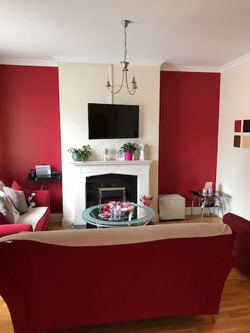 Lovely bright and modern 2 bed ground apt