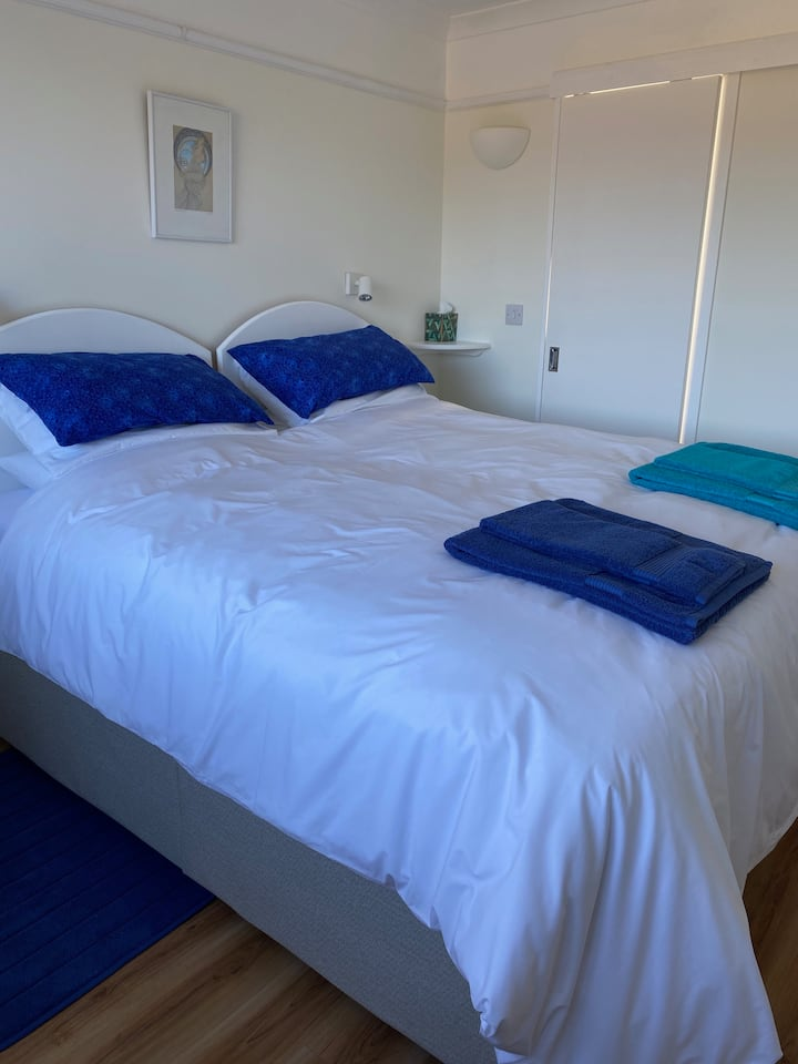 Polzeath, Karenza's Kabin, self-catering, parking