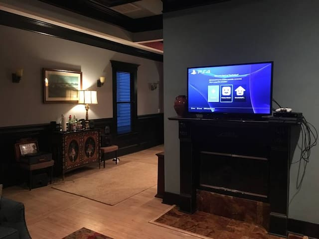 Large House near Downtown - Perfect for Groups!