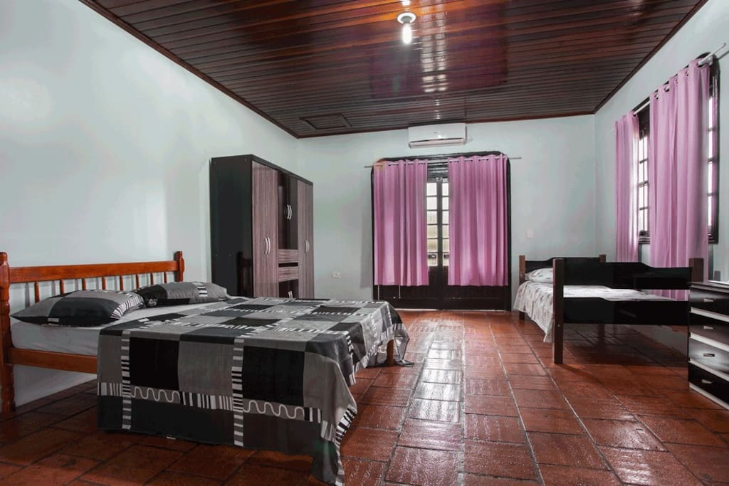 trs coroas chat rooms Looking for the best hotel in tres coroas browse from 2 tres coroas hotels with candid photos,  rooms show deals.