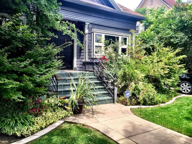 Lovely Craftsman Bungalow close to downtown Lodi