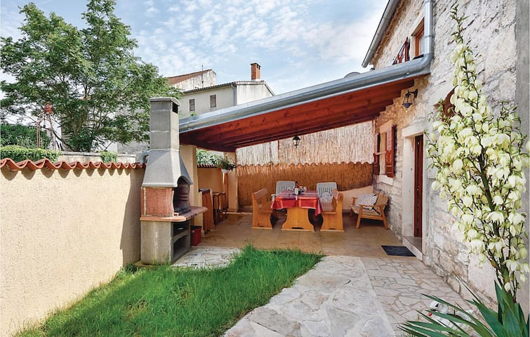 Semi-Detached with 2 bedrooms on 57 m²
