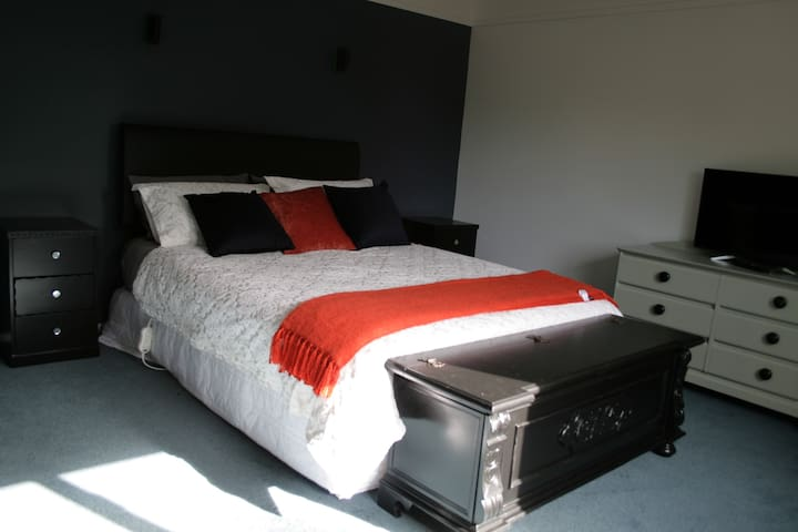 Master suite in Wanaka