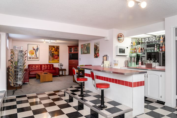1950's Soda Shop suite