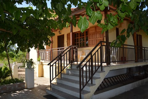Apostolos Seaside Cottage