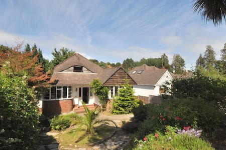 Detached house, hot tub, near beach - Bournemouth - Casa