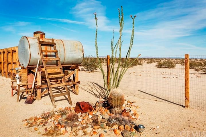 "Moonrise Cabin ~ An ""off -the - grid"" Getaway! - Joshua Tree - Chalet"