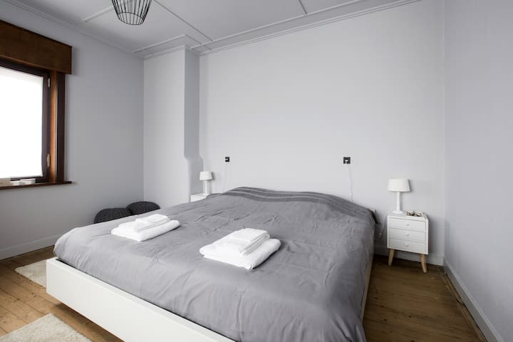 Sleep Sheep & Sleep Well + room3+Parking/Kortrijk