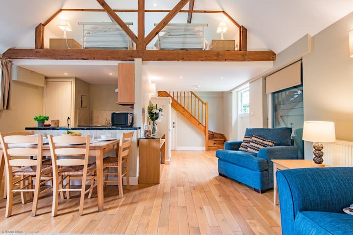 Plum Cottage - shared use of pool and tennis court