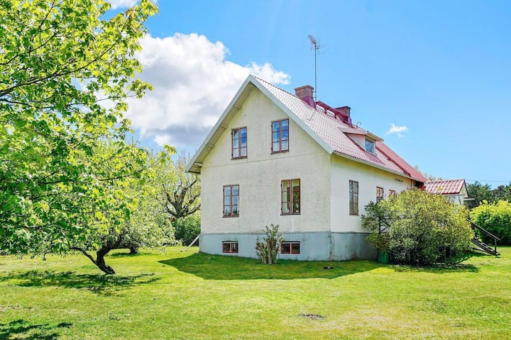 9 person holiday home in BURGSVIK