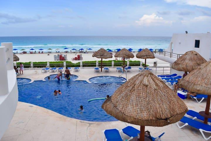 Smart travel studio, private beach access, HZ