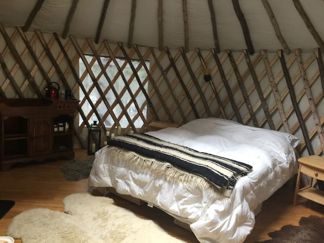 Rustic Living at its Finest - Ashfield - Yurt
