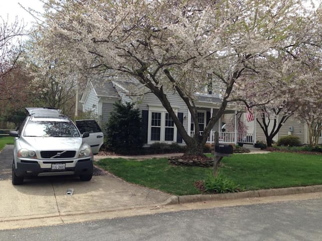 Close to Airport, Centrally Located - Herndon - Haus
