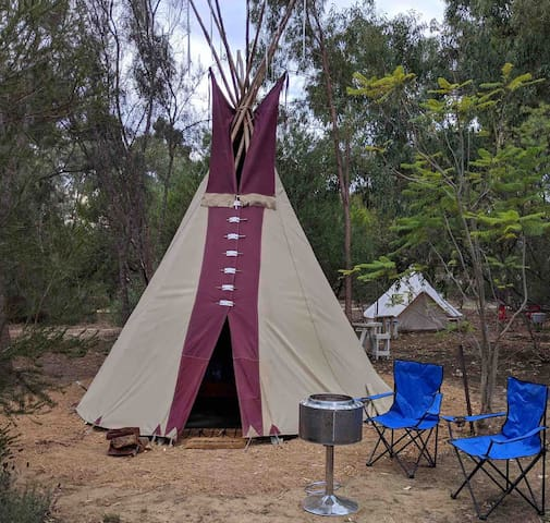 FARMSTAY/STAYCATION WITH A TWIST TIPI NO KIDS
