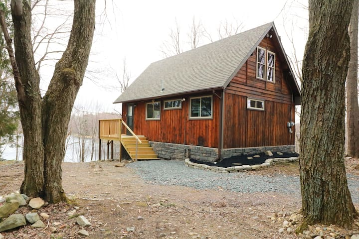 Lakefront Chalet in the middle of the Poconos