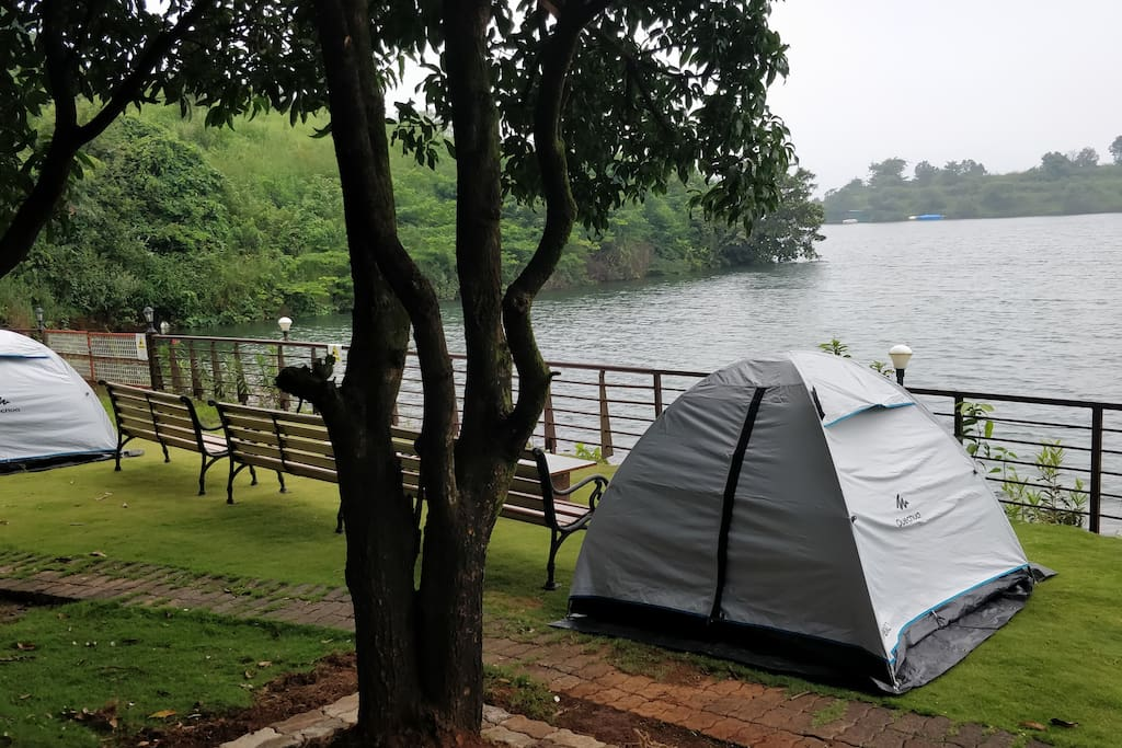 Lawn 1 for camping right besides the lake. Water levels are subject to change