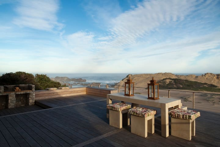 Oppisand Deck and outdoor dining