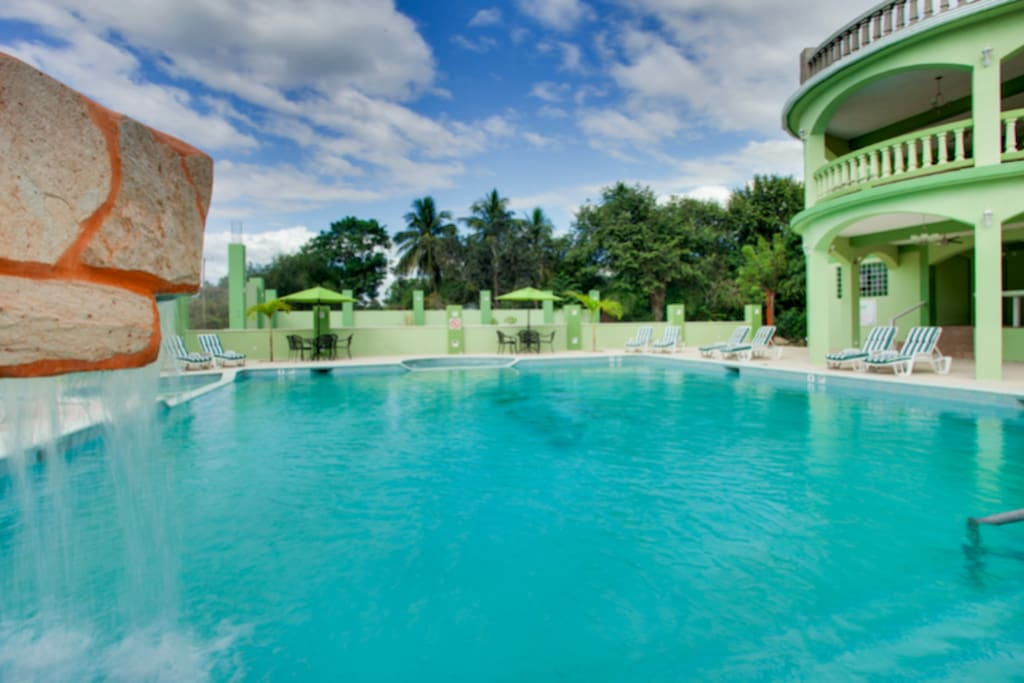 Free pool access at Midas Belize when you stay with us. The pool is only located a 5 Minute walk from us.
