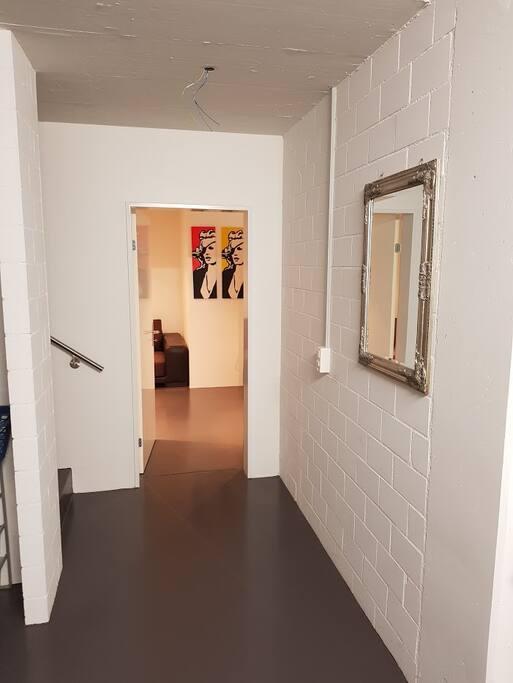 grosses g stezimmer mit eigenem bad h user zur miete in rothrist aargau schweiz. Black Bedroom Furniture Sets. Home Design Ideas