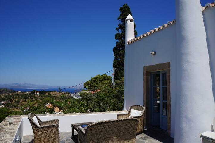 Stately 19th century villa, sea views, sleeps 6