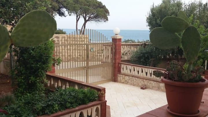 """Casa vacanze """"I FICHI"""" sul mare di Sampieri"""