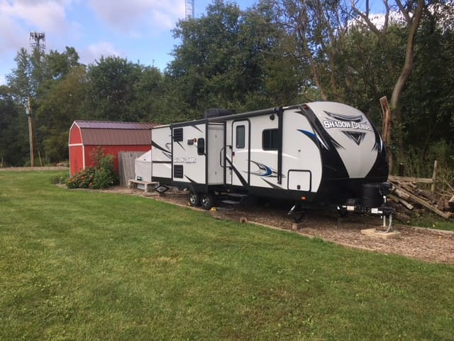 RV Camper in the Country - 5 miles from ND campus