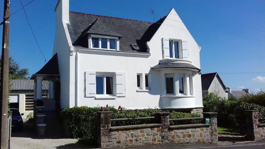 Grande maison familiale entre ville et mer