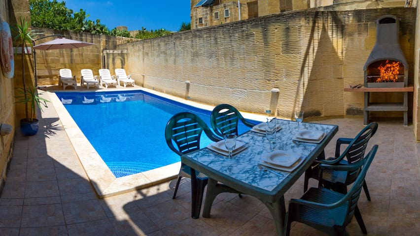 400 year old converted farmhouse with private pool