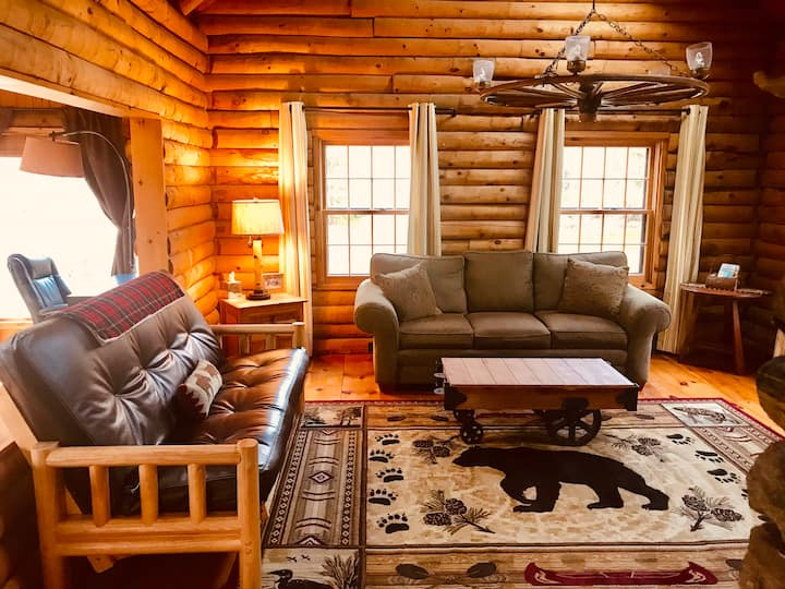 Family Log Cabin Close to All in Green Mountains