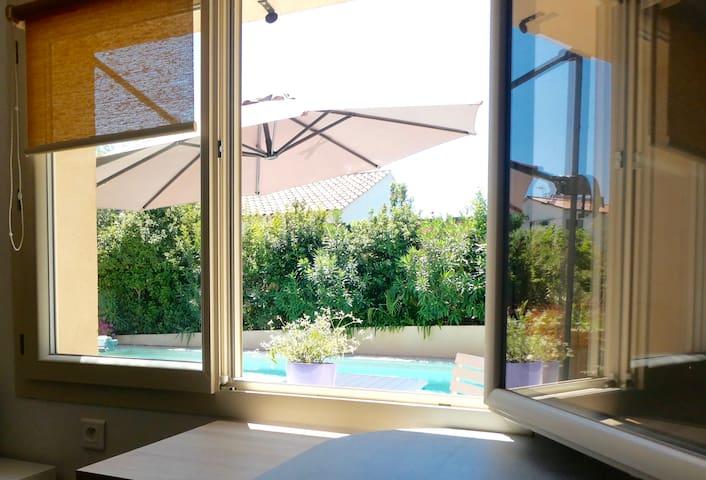 Studio 4* et piscine, indépendant, charme et calme