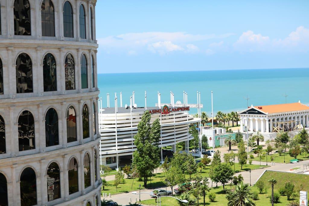 Вид на море с балкона.