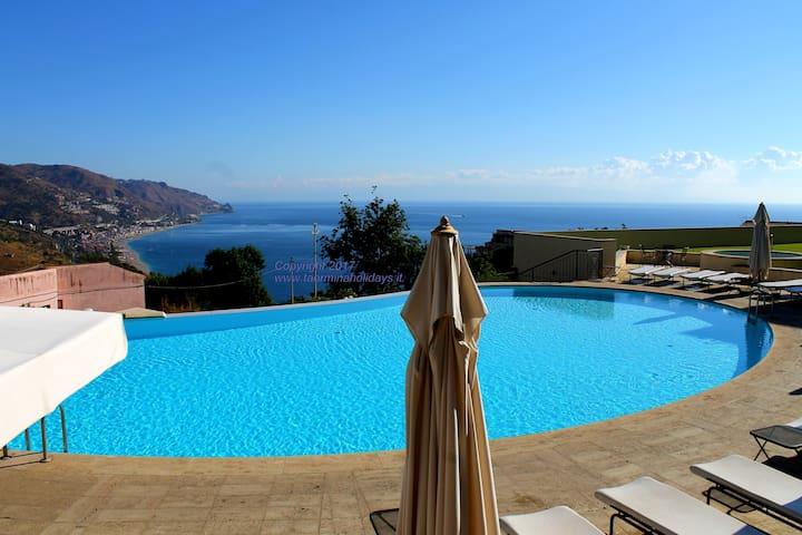 Taormina SeaView Apartment center pool parking