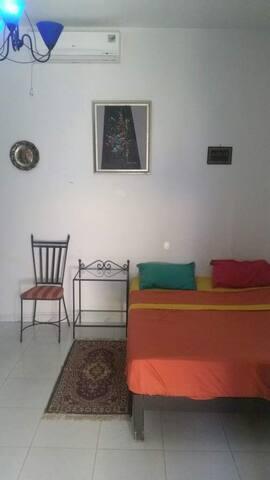 jolie chambre privé meublé climatisé