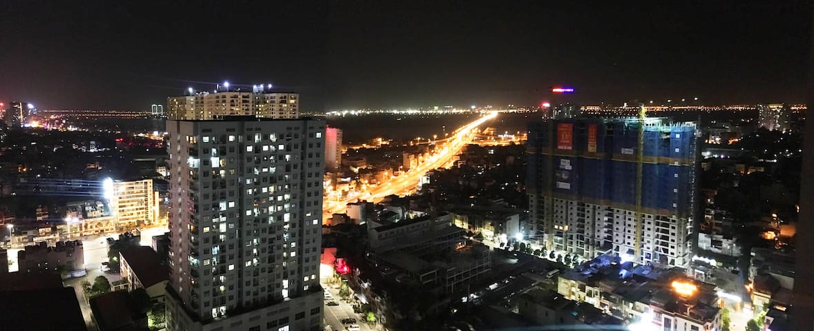 Spacious 2Br Apt with city view near Hanoi center
