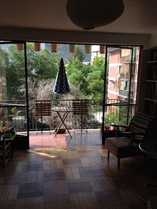 Living room balcony towards the north and the sun, great view of San Cristóbal hill