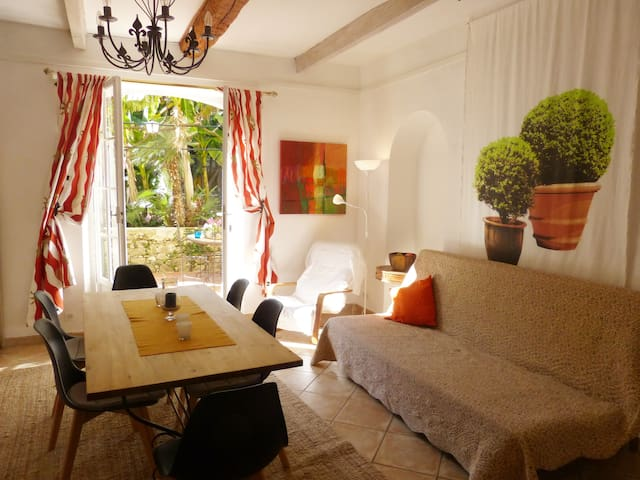 50m2 IDYLLE  in VILLA, mediteraner Garten, Parking