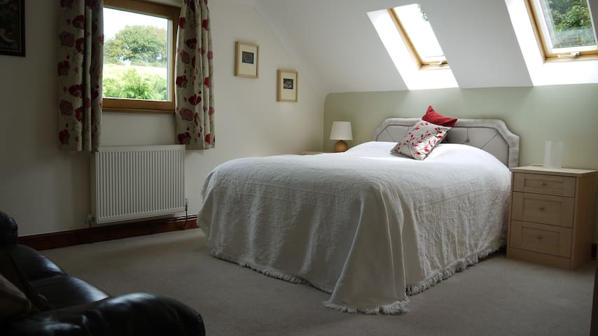 Rural, large room & complimentary light breakfast